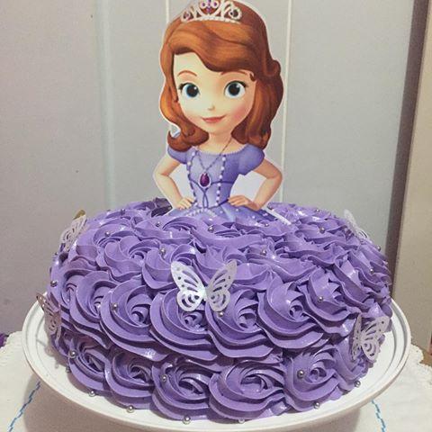 bolo da princesa sofia com chantilly