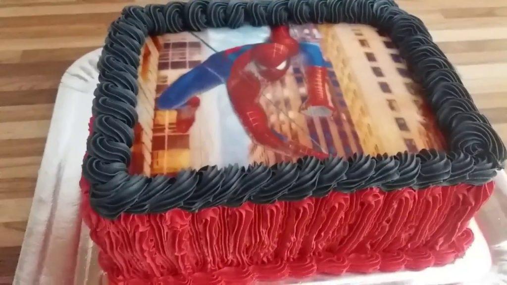 bolo do homem aranha com glace