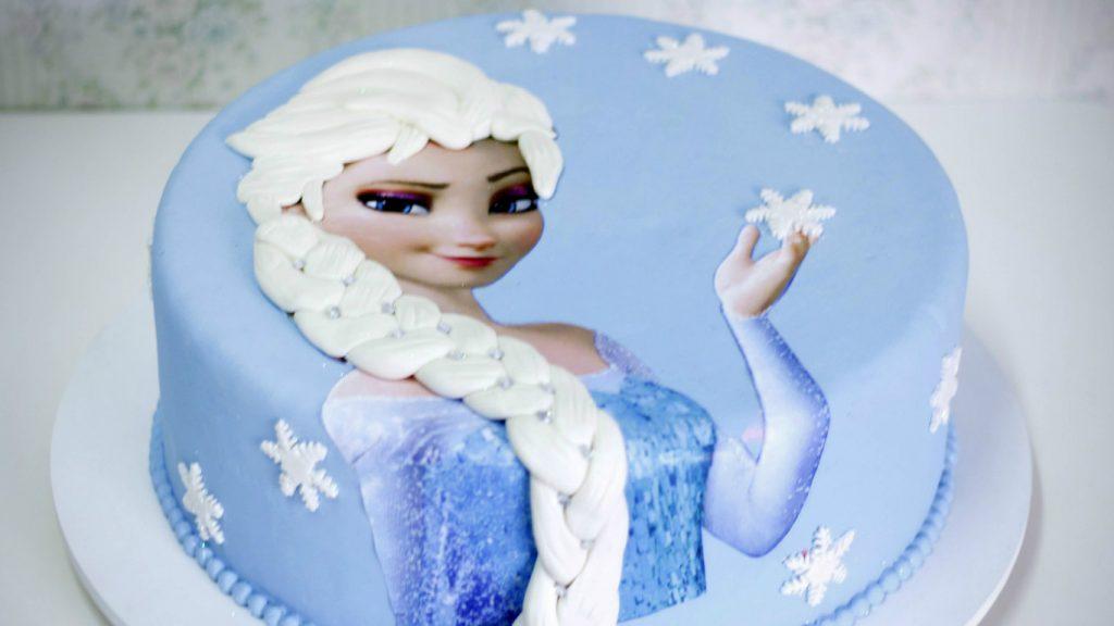 Bolo da Frozen com pasta americana