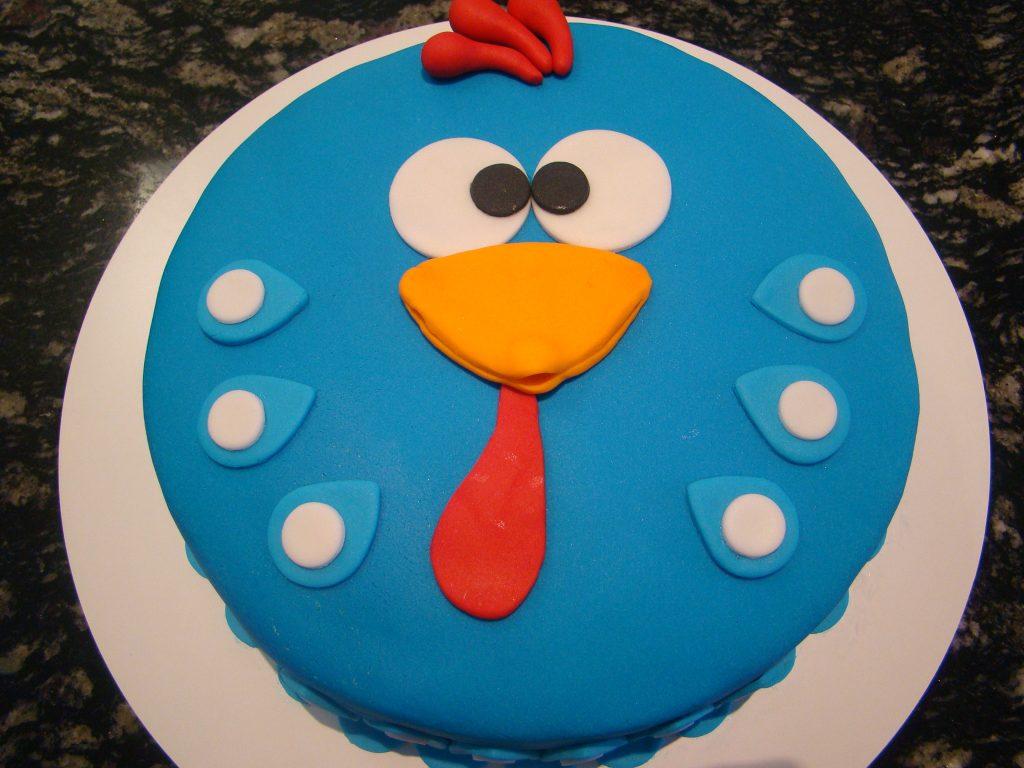 bolo da galinha pintadinha de pasta americana