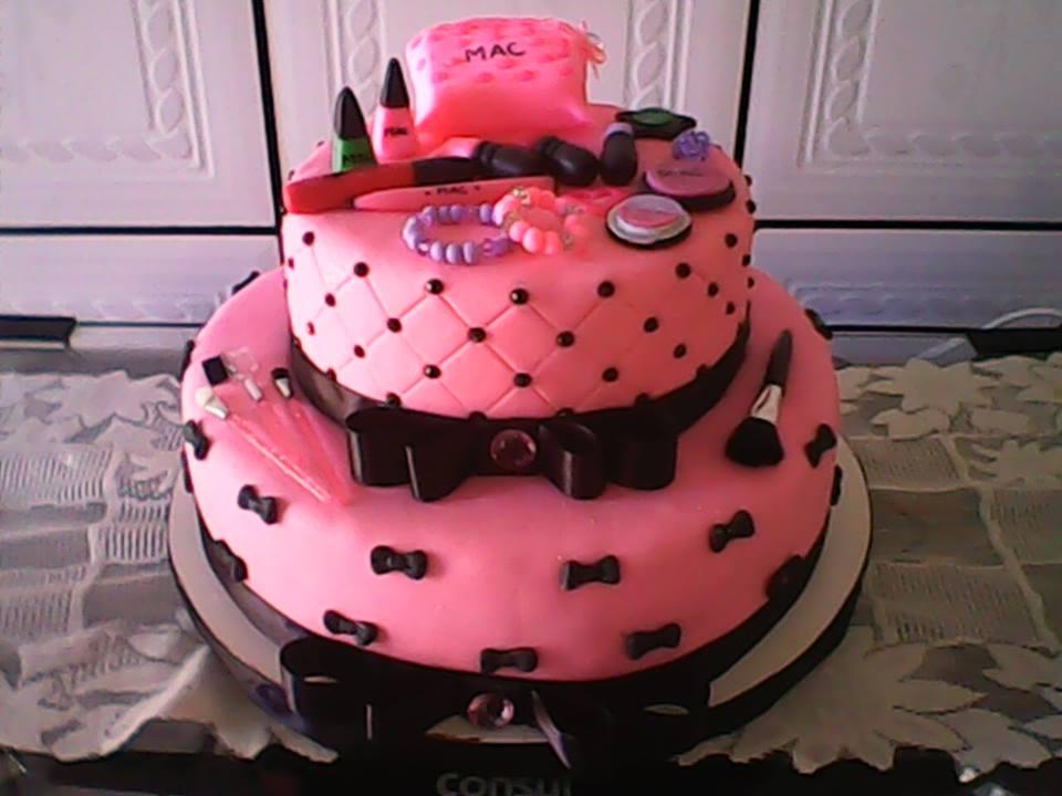bolo de maquiagem rosa