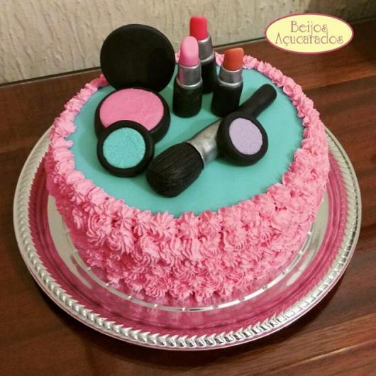 bolo de maquiagem simples
