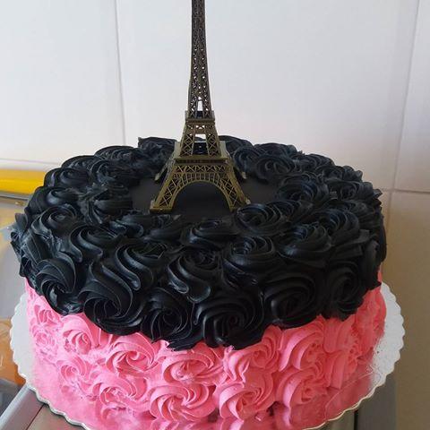 Bolo Paris com chantilly