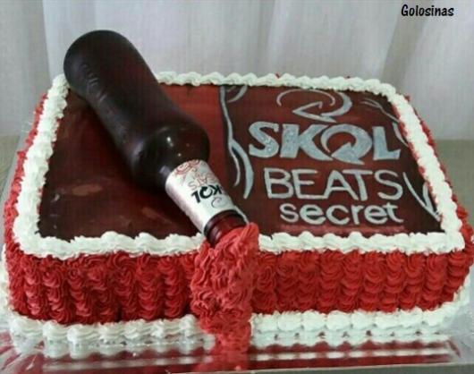 Bolo da Skol beats vermelha