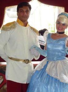 Fantasia de casal príncipe e princesa