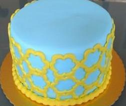bolo azul e amarelo