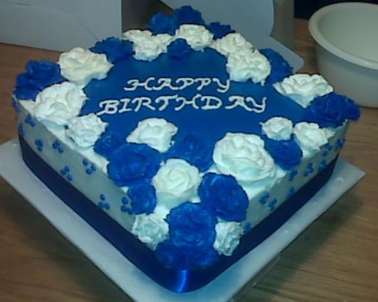 Bolo azul e branco