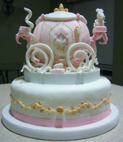 bolo da cinderela de dois andares