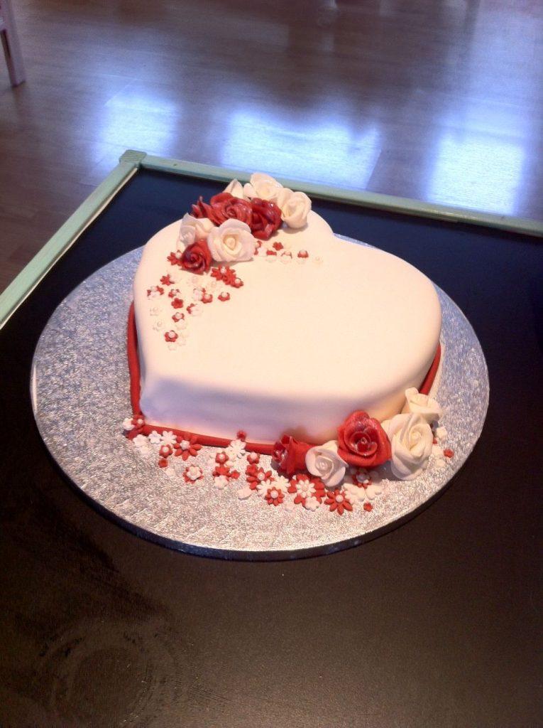 bolo de coracao pasta americana