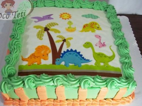 Bolo de dinossauro de chantilly