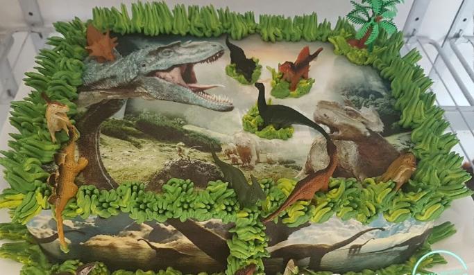 Bolo dinossauro papel de arroz