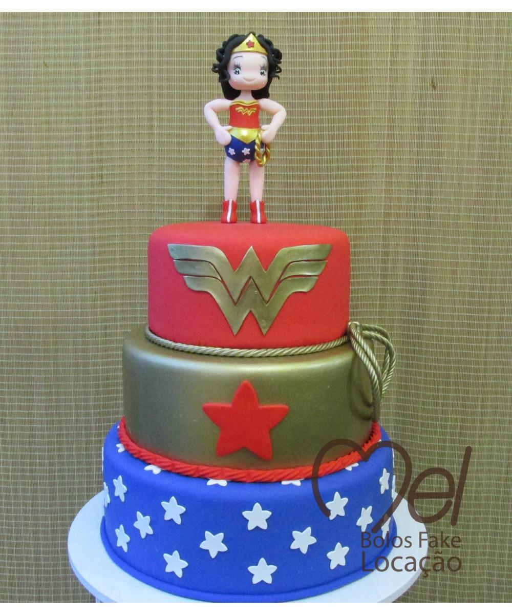 bolo mulher maravilha fake