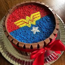 bolo mulher maravilha kit kat