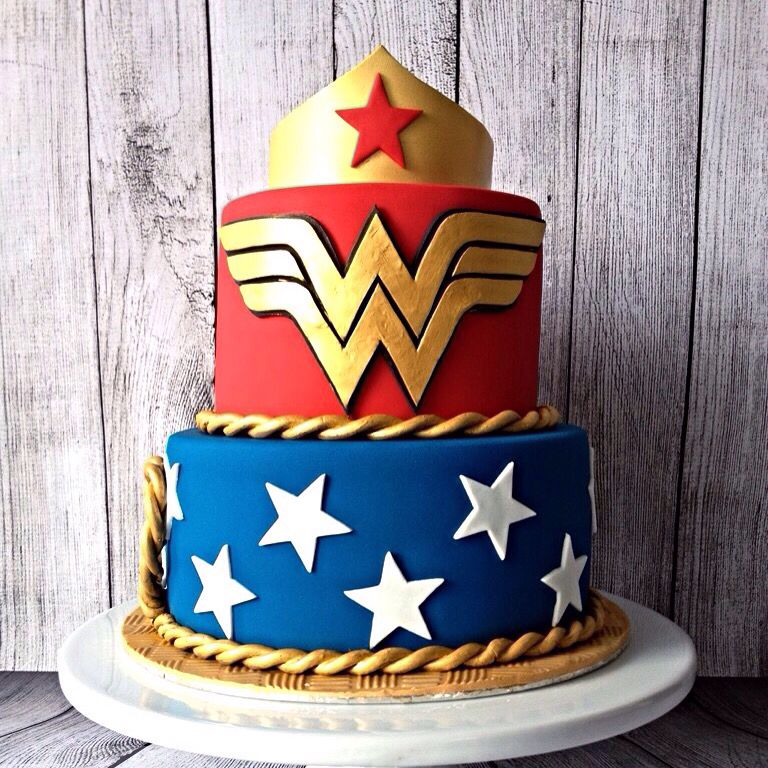 bolo mulher maravilha pasta americana