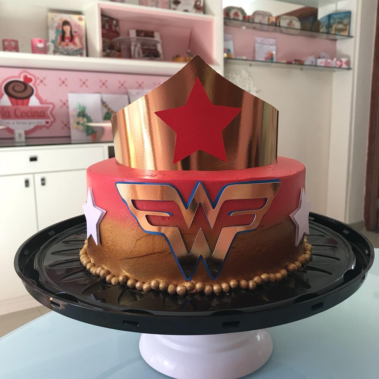 topo de bolo mulher maravilha