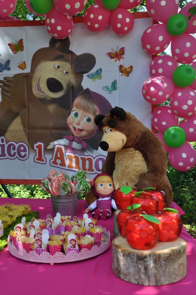 painel festa marsha e o urso