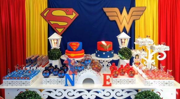 festa do super homem e mulher maravilha