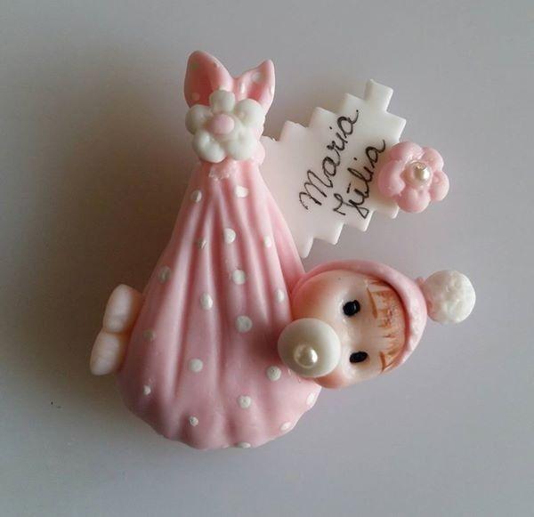 lembrancinha de maternidade de biscuit
