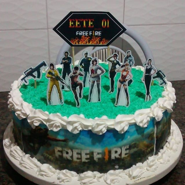 bolo free fire simples