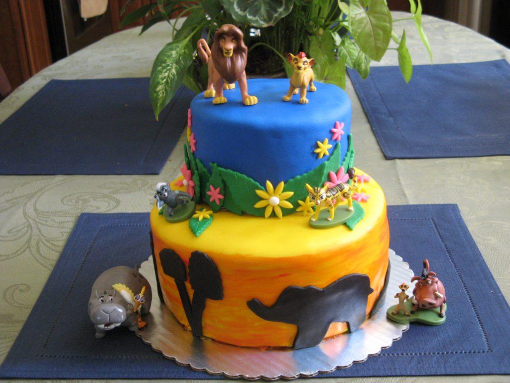 bolo rei leão 2 andares