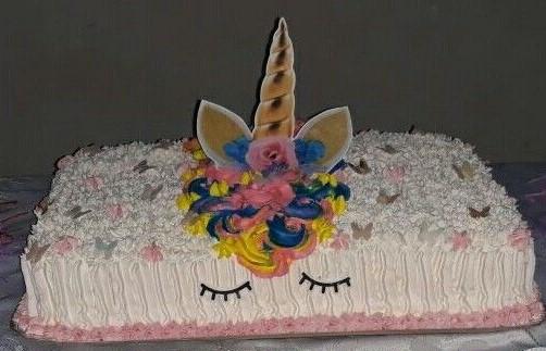 bolo unicornio chantilly quadrado