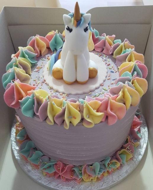 bolo unicornio chantilly redondo