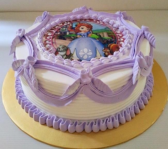 bolo decorado com chantilly princesa sofia