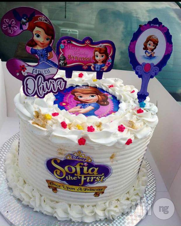 bolo decorado com chantilly princesa sofia