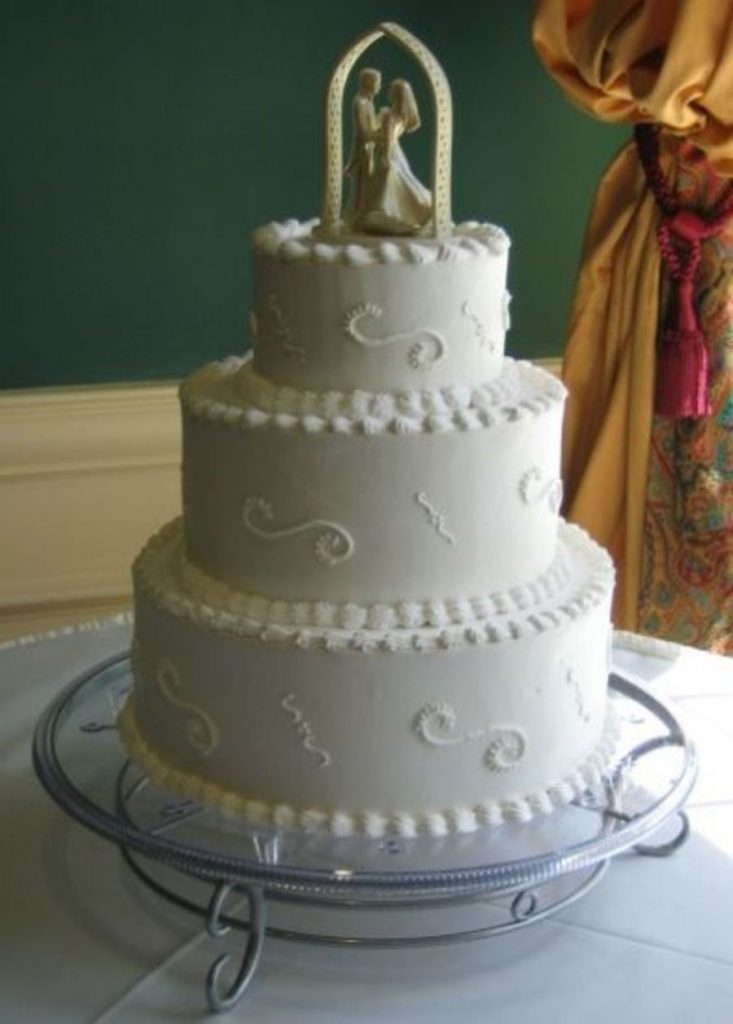 bolo decorado com chantilly para casamento
