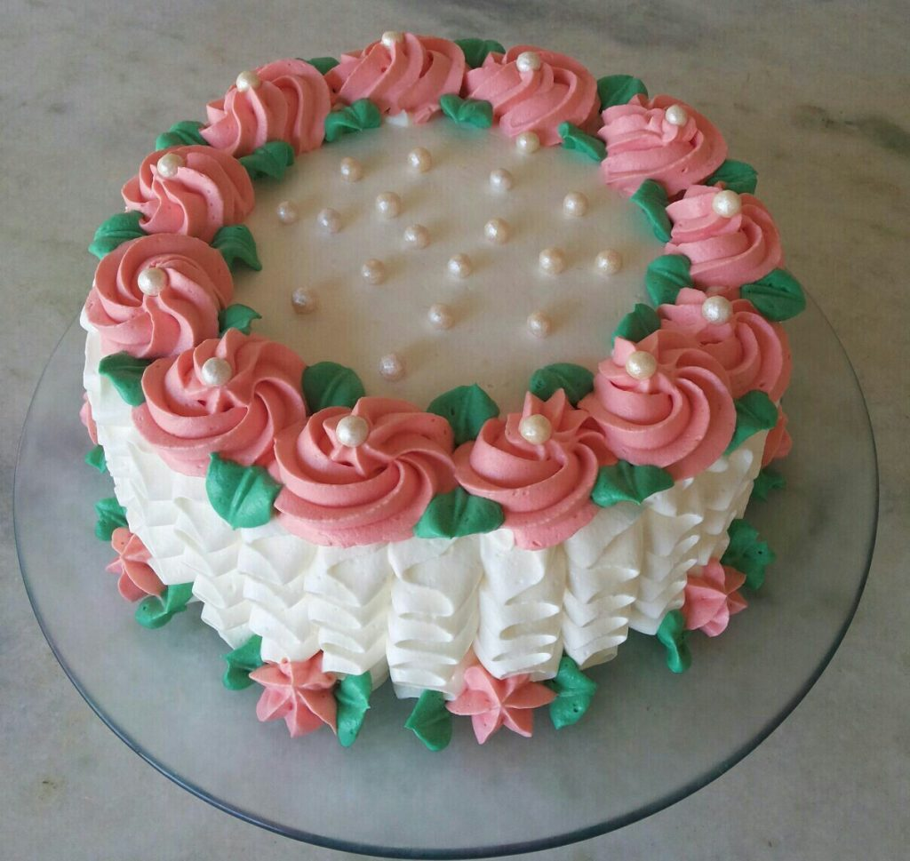 bolo decorado com chantilly feminino