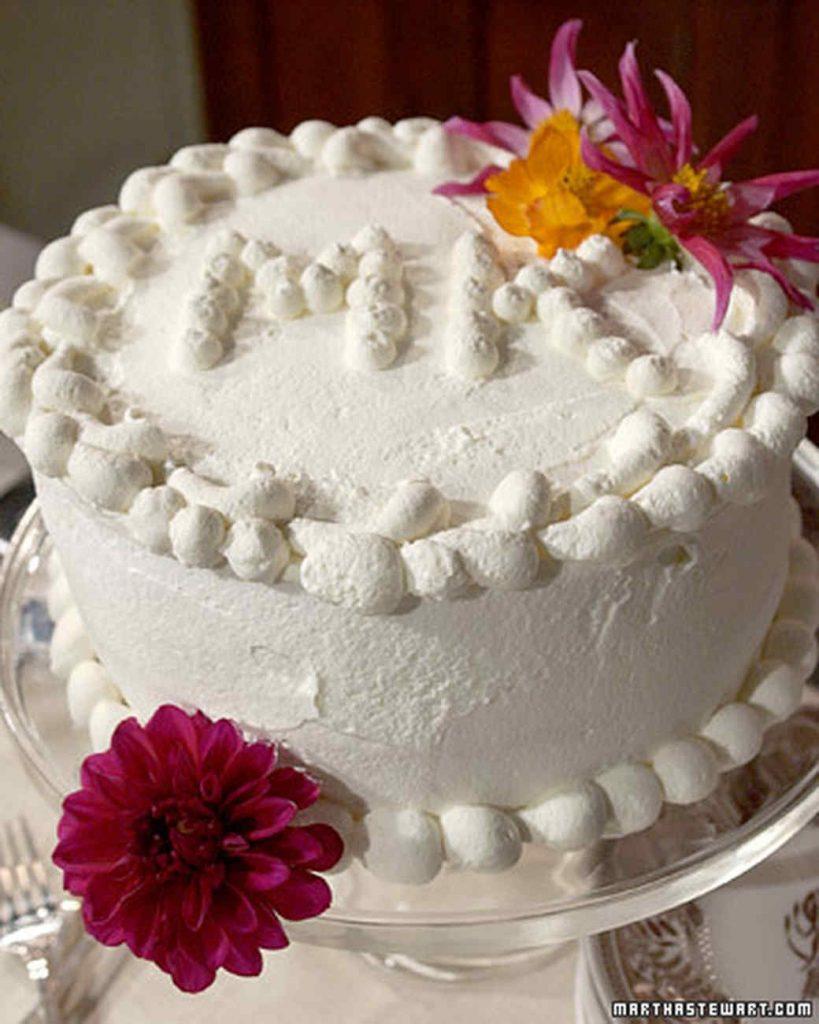 bolo decorado com chantilly feminino
