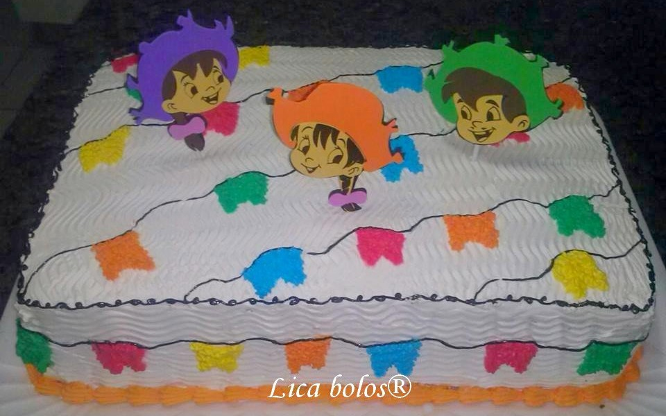 bolo decorado com chantilly infantil