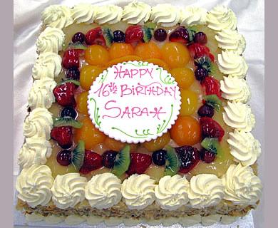 bolo decorado com chantilly quadrado