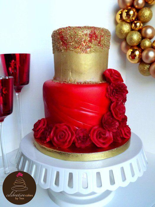bolo dourado com vermelho