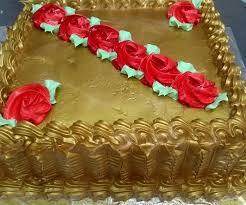bolo dourado quadrado
