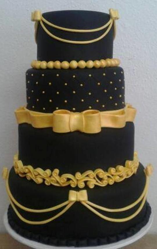 bolo fake dourado e preto