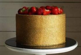 bolo com glitter dourado