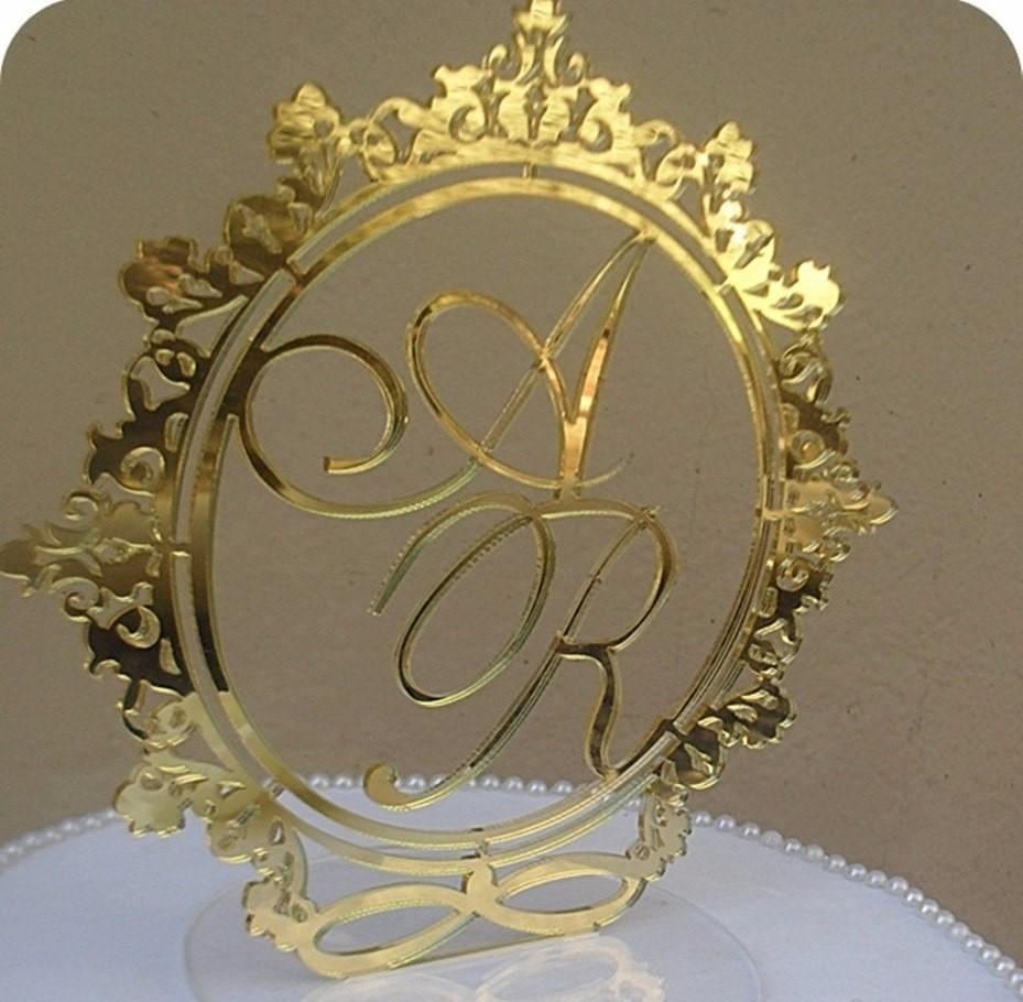 topo de bolo dourado