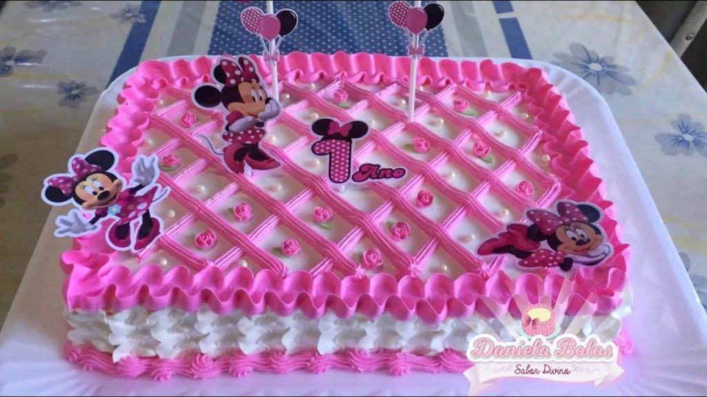 bolo Minnie rosa quadrado