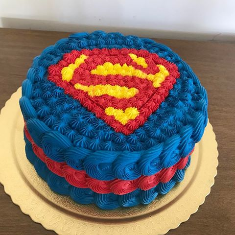 bolo super homem chantilly glace