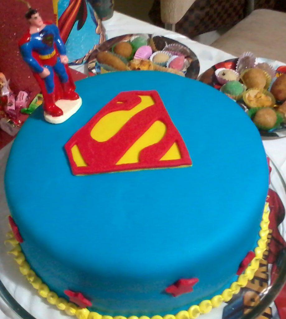bolo super homem redondo