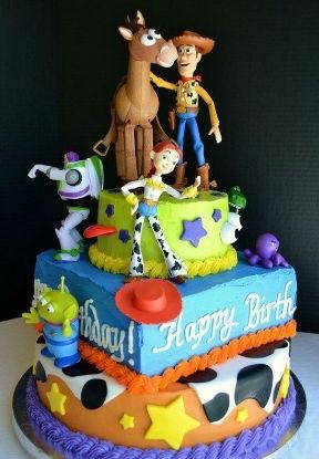 bolo toy story três andares