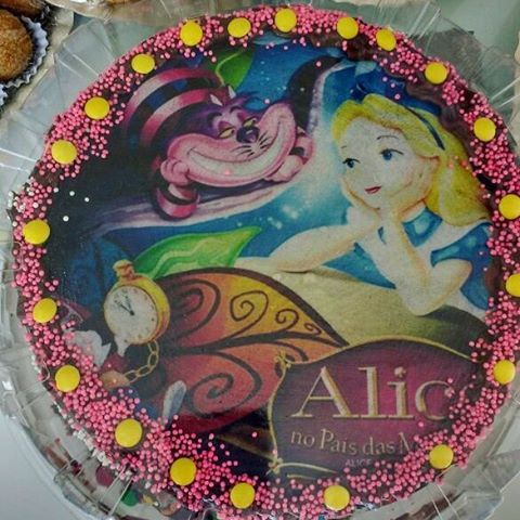 bolo Alice no país das maravilhas simples
