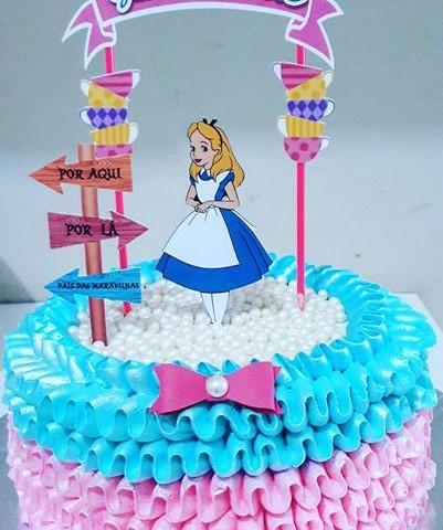 bolo Alice no país das maravilhas com topo