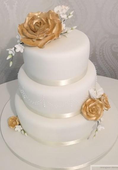 bolo de rosas douradas