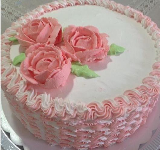 bolo de rosas chantilly