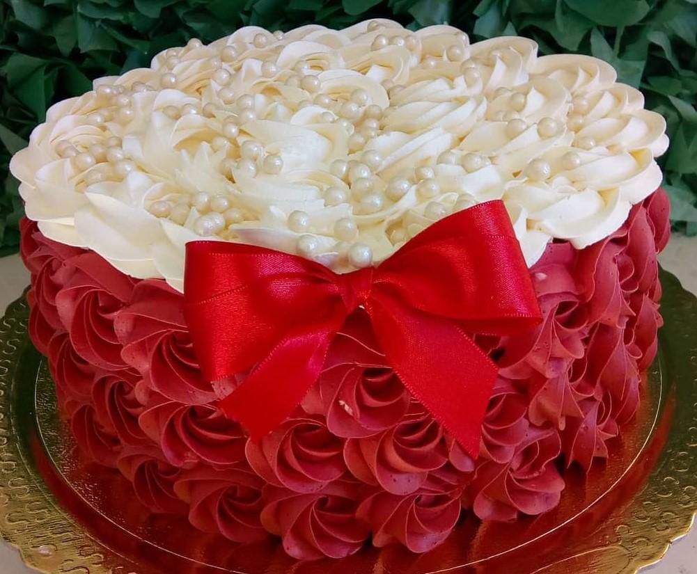 bolo vermelho simples