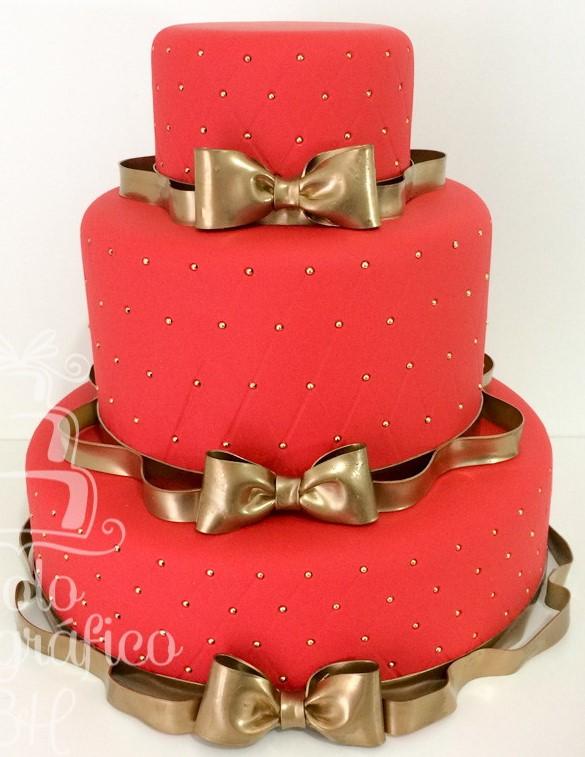 bolo vermelho com dourado