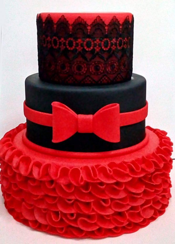 bolo vermelho e preto