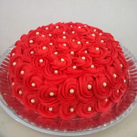 bolo vermelho de chantilly